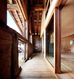 Monday inspiration: A Wooden Barn Transformed into a Weekend House in Switzerland by Camponovo Baumgartner Architekten Architecture Renovation, Creative Architecture, Wood Architecture, Amazing Architecture, Contemporary Architecture, Wooden Barn, Wooden House, Modern Family House, Timber Structure