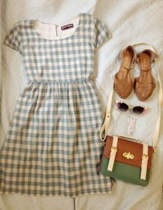 Gingham summer dress with sandals and a vintage shoulder bag. #NancyDrew