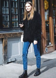 fur-coat-street-style-black-coturno-boots-jeans-normcore