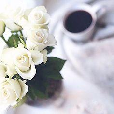 🌹☕️ @sallashome Sallan Instagramissa käynnissä aivan ihana arvonta, jossa palkintona ITSETEHTY upea huivi ja ihana @jurliquefinland mist! Kurkkaa ja osallistu pikapikaa @sallashome 💕🙏🏻🤗 Daily Style, Daily Fashion, Bloom, Profile, Photo And Video, Rose, Flowers, Plants, Instagram