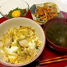 Japanese Chicken and Egg Rice Bowl, Sautéed Lotus Root and Carrot, Holdfast with Raw Egg, Sea Lettuce  Miso Soup 【親子丼、蓮根と人参のきんぴら、めかぶ、あおさのお味噌汁】 - 30件のもぐもぐ - 親子丼、蓮根と人参のきんぴら、めかぶ、あおさ海苔のお味噌汁 by kayorina
