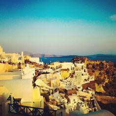 Σαντορίνη: 5+1 ιδέες για κάθε καλοκαίρι! Paris Skyline, Greece, Explore, Travel, Greece Country, Trips, Traveling, Grease, Tourism