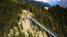 Die Hängebrücke in Holzgau ist die längste ihrer Art in Österreich. Auf 200 m Länge und in 110 m Höhe verbindet die Brücke den Gföllberg und den Schiggen im ...