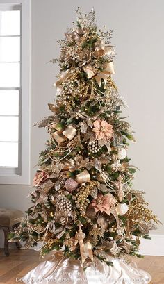 Pretty in Pink Christmas Tree. Rose Gold Pretty in Pink Christmas Tree. Rose Gold Christmas Tree, Rose Gold Christmas Decorations, Christmas Tree Images, Elegant Christmas Trees, Christmas Tree Inspiration, Christmas Tree Design, Colorful Christmas Tree, Christmas Tree Themes, Silver Christmas