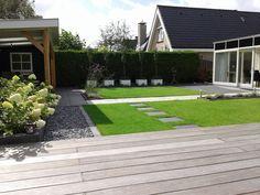 Deze tuin werd in 2015 grotendeels door de bewoners zelf gerealiseerd! De wens was een moderne tuin met strakke vormen en verhoogde borders. De trampoline is nog altijd favoriet bij de kinderen dus deze moest zeker blijven maar bij voorkeur … Continued