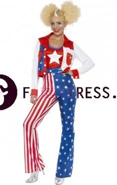 Dit Miss Amerika kostuum bestaat uit:  Een jaren '70 stijl uitlopende broek.  Een been is bedrukt met rode en witte strepen en het andere been is blauw met witte sterren.  Een rood/wit/ blauw jasje.  Een rode en blauwe top met een witte ster op de voorkant.