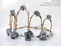 Tiara hecha a mano, Se pueden hacer diseños personalizados. #elven #elvish #elf #elfo #elfico #elfica #corona #crown #tiara #diadem #diadema #circlet #medieval #elventiara #elfcrown #elvish #celta #flores #diademadeflores #elvishtiara #faun #faery #fairy #fauno #bosque #inspiration #hada #inspiración #joyería #joyas #musesuite #elfjewelry #etsy #etsyshop #etsyfinds #etsyseller #etsylove #comunion #boda #woodland