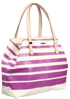 A tote that's perfect for summer