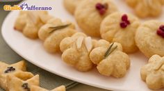 Parmesan frollini are tasty salty biscuits, ideal for aperitifs. The base is made of short pastry with salty ingredients! Vegetarian Appetizers, Finger Food Appetizers, Savory Snacks, Ricotta, Aperitivos Finger Food, Baby Food Recipes, Snack Recipes, Pasta Recipes, Wine Cookies