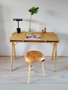 10 Field desk by we do wood Simphome Small Bedroom Furniture, Home Office Furniture, Furniture Design, Furniture Ideas, Ikea Makeover, Furniture Makeover, Space Saving Ideas For Home, Small Room Design, Home Garden Design