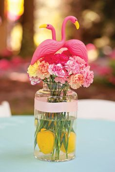 Simple & budget-friendly flamingo centerpiece idea