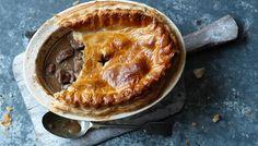 Chicken and mushroom pie with shortcrust pastry recipe - BBC Food Steak Recipes, Pie Recipes, Cooking Recipes, Slow Cooking, Recipies, Dinner Recipes, Creamy Chicken Pie, Legumes No Vapor, Steak And Kidney Pie