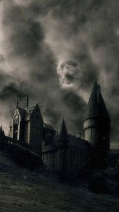 Find images and videos about dark, harry potter and hogwarts on we heart it Harry Potter Lock Screen, Magia Harry Potter, Arte Do Harry Potter, Harry Potter Tumblr, Harry Potter Universal, Harry Potter Movies, Harry Potter World, Harry Potter Dark Mark, Dark Harry