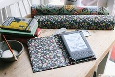 I Pad And Kindle Case  •  Free tutorial with pictures on how to make a laptop case in under 120 minutes
