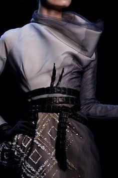 """modeavenueparis: """" Christian Dior Spring/Summer 2011 Haute Couture Collection by John Galliano """" Chanel Couture, Couture Fashion, Runway Fashion, High Fashion, Fashion Show, Womens Fashion, Christian Dior, Couture Details, Fashion Details"""