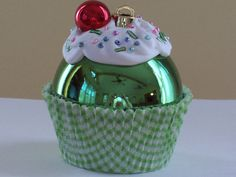 Cupcake Christmas Ornament. (This would be easy to duplicate)