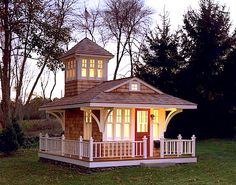 Image from http://tinyhousepins.com/wp-content/uploads/2013/11/traditional-kids-playhouse-cottage.jpg.
