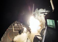 Los destructores estadounidenses atacaron con 59 misiles de crucero Tomahawk la base aérea Shairat. Fuente: Reuters