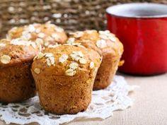 I muffiny se dají připravit zdravě. Tato varianta s jogurtem a ovesnými vločkami se obejde bez přidaného cukru. Díky jablkům a hrozinkám budou přirozeně sladké a skořice je krásně provoní.