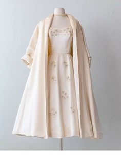 India 2019 outfit inspiring ladies dress vintage outfits fashion fashion vintage dresses fancy dresses india 2019 outfit inspiring ladies dress 21 affordable clothing websites you didn t know about Vintage Outfits, Vintage Dresses, Vintage Clothing, Vintage Evening Gowns, 1950s Outfits, Vintage Inspired Dresses, Inspired Outfits, Vintage Fashion 1950s, Retro Fashion
