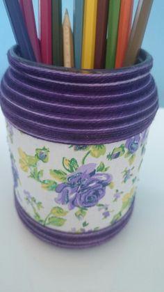 Reciclagem com pote de vidro, tecido e linha, porta lápis