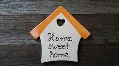 """Ceramic magnet//Clay magnet//Refrigerator magnet//House shaped magnet//""""Home sweet home""""//Housewarming gift//Refrigerator magnet"""