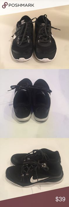 Nike Flex TR5 size 6 Nike flex TR5 size 6. In good used condition. Nike Shoes Athletic Shoes