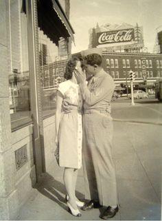 Erasmic Poster Classic Vintage Retro Photo Kiss Couple Advert Man Woman Picture