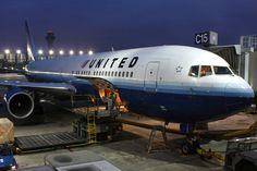 United offers flight attendants $100,000 in voluntary buyout