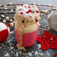 It's snowing coconut on my smoothie!!!  getting some seriously christmas vibe  with this babe (upper layer is 2 bananas, 1/2 cup hazelnut milk, 1/2 tsp cinnamon, 1/4 cup shredded coconut and underneath is 1/2 beetroot, 2 bananas, handful of frozen cherry, 1/2 cup almond milk)