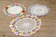 Vintage Handmade crocheted pansies, daisies flower doilies in good shape very pretty. Total of 3 doilies. Shabby Chic, Crochet Crafts, Pansies, Decoration, Country Decor, Doilies, Daisy, Romantic, Vintage Linen