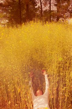 Li Hui is a Chinese photographer who often focuses on youth, nature, intimacy. Anne Of Green Gables, Summer Feeling, Look At You, Mellow Yellow, Aesthetic Pictures, Wallpaper, In This Moment, Instagram Posts, Painting
