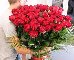 Dacă locuiești în capitală sau ai o persoană dragă acolo și vrei să o faci fericită cu ocazia zilei onomastice, cu o livrare flori în Bucureșți