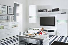 Zestaw modułowy DESERT 2 to nowoczesne meble w modnym białym kolorze. Zestaw składa się z 4 elementów, dzięki którym można efektowanie urządzić reprezentacyjny pokój dzienny. Na szczególną uwagę zasługuje smukła linia uchwytów i efektownie podświetlane wnętrza.
