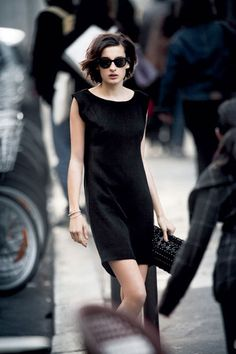 This is how Parisians wear a LBD.....