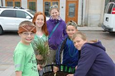 One of the school teams planting at the 2014 Kingston Blooms Kick Off Event.