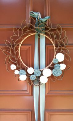 Lovely wreath, made from toilet paper rolls #craft #easy #cheap