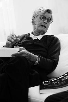Dr. Mario Bunge Argentina  http://www.jotdown.es/2013/06/mario-bunge-la-mayor-parte-de-los-filosofos-actuales-se-ocupan-de-menudencias/