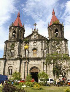 Molo Church in Iloilo City, Philippines Old Churches, Catholic Churches, Philippine Architecture, Iloilo City, Church Architecture, Philippines Travel, Roman Catholic, Kirchen, Pinoy