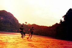 Bermain bola di pulau sempu