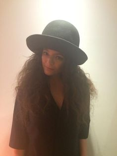 Lorde Buys A Beautiful Giant Black Hat - http://oceanup.com/2014/06/12/lorde-buys-a-beautiful-giant-black-hat/