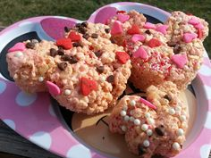 Try our Rice Krispie Treat Recipe to make Minnie Mouse and heart-shaped marshmallow treats, perfect for birthday parties, Valentine's Day and more!