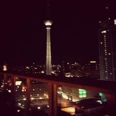 By night Fernsehturm.