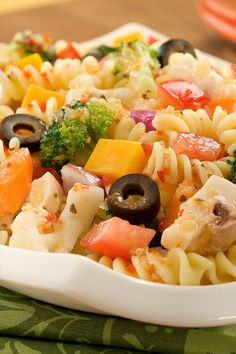 Classic pasta salad made easy with Italian dressing and fresh cut up vegetables makes the perfect side dish for summer and grilling recipes Grilling Recipes, Veggie Recipes, Pasta Recipes, Appetizer Recipes, Cherry Tomato Salad, Spiral Pasta, Quick Side Dishes, Pasta Salad Italian, Italian Dressing