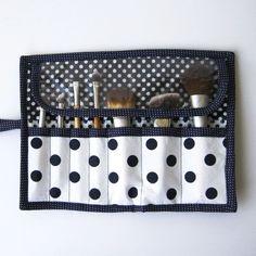 Fat Quarter Series: Makeup Brush Roll Tutorial Makeup Brush Belt, Diy Makeup Bag, Makeup Brush Holders, Makeup Pouch, Makeup Brushes, Makeup Geek, Beauty Makeup, Makeup Bag Tutorials, Sewing Tutorials