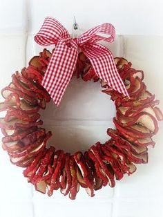 photo of dried apple wreath Red Christmas, Christmas Time, Christmas Wreaths, Christmas Decorations, Xmas, Fall Crafts, Holiday Crafts, Diy Crafts, Holiday Decor