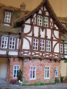 #Mezzanottis#Puppenhaus#dollhouse (50) Interesting Buildings, Miniatures, Cabin, Architecture, House Styles, Painting, Fantasy, Album, Inspiration