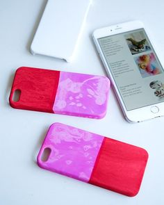 Simple and inexpensive cellphone covers are dip dyed to give a wonderful color blocked water color effect! #SweetPaul