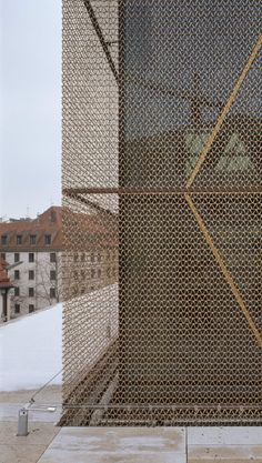 Gallery of The Jewish Center in Munich / Wandel Hoefer Lorch + Hirsch - 3 metal facade -The Jewish Center in Munich / Wandel Hoefer Lorch + Hirsch Metal Facade, Metal Cladding, Metal Screen, Glass Screen, Architecture Metal, Detail Architecture, Building Skin, Building Facade, Building Homes