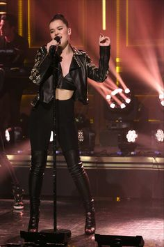 b735290d8145 Hailee Steinfeld  The Tonight Show with Jimmy Fallon